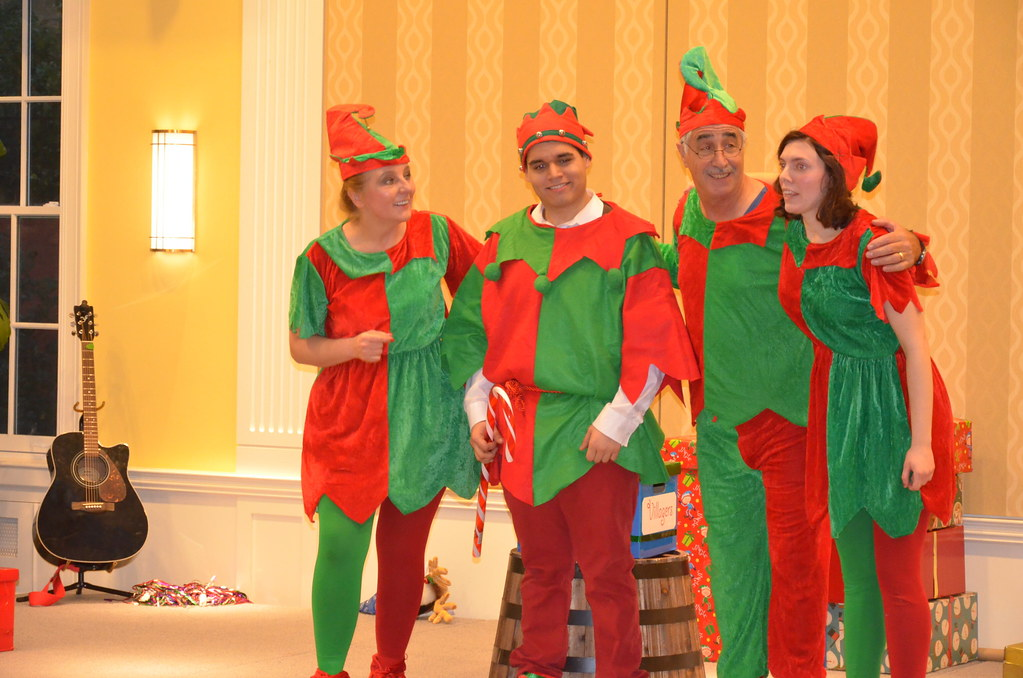 <p>Elves are truly celebrating!<br /> <br /> <br /> Photo by the Courtesy of the Embassy of Poland</p>