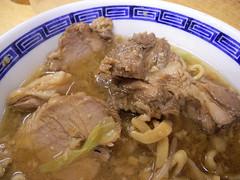 noodle(1.0), lamian(1.0), kuy teav(1.0), meat(1.0), food(1.0), beef noodle soup(1.0), dish(1.0), soup(1.0), cuisine(1.0), nabemono(1.0),