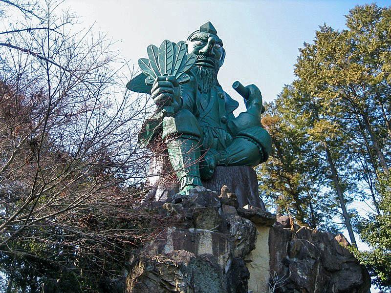荒薙教の天狗像