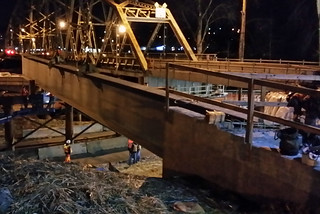 Crews install first girder for new SR 167 Puyallup River Bridge