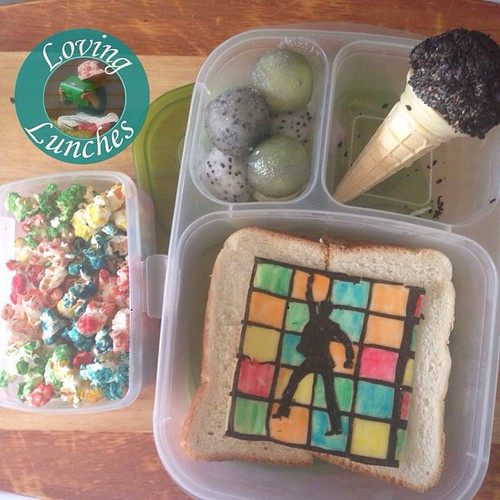 LOVING today's #disco themed lunch… disco fruit balls, microphone and #noricutting in our @easylunchboxes 😍 #easylunchboxes #bento