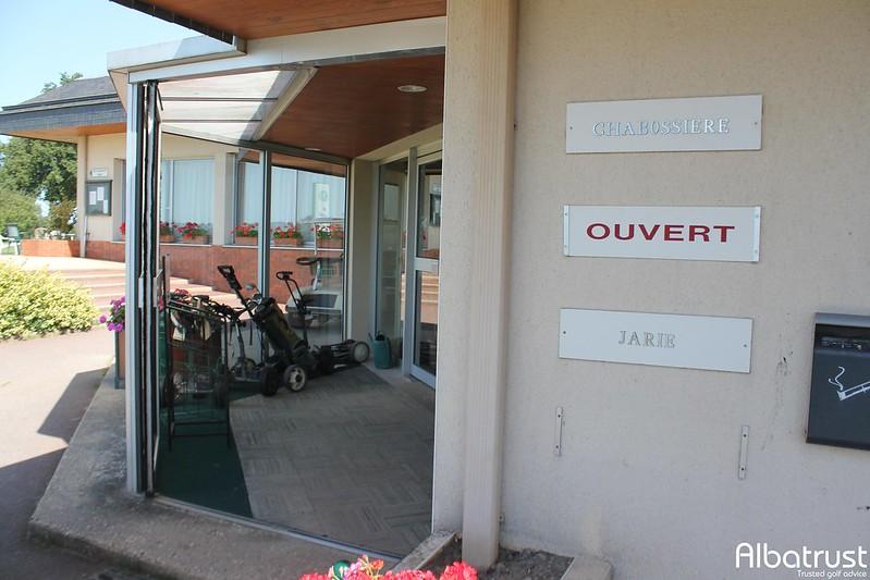 photo du golf Golf Club de Laval - Parking