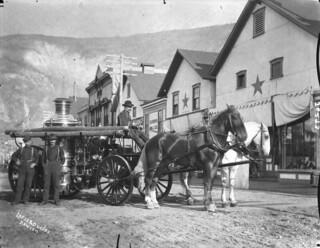 A horse-drawn fire engine, Dawson, Yukon / Une autopompe tirée par des chevaux, Dawson, Yukon