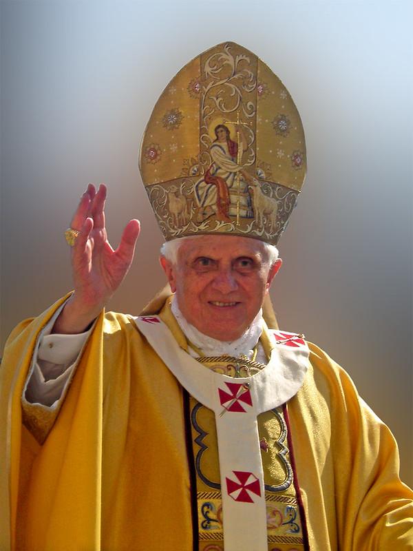 Benedict_XVI_Blessing-2