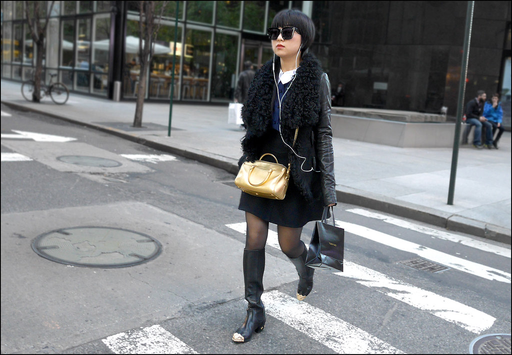 SS12-14  20w lamb fur and leather jacket knee high boot with silver tips gold bag