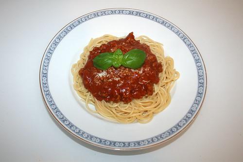 Spaghetti mit Hackfleisch-Tomatensauce / Spaghetti with ground meat tomato sauce