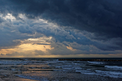 winter seascape beach water clouds israel telaviv waves sony telavivbeach minolta2485mm sonya77