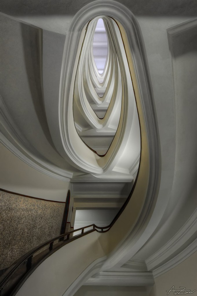 Genova, spiral staircase 2014-06-23 181505
