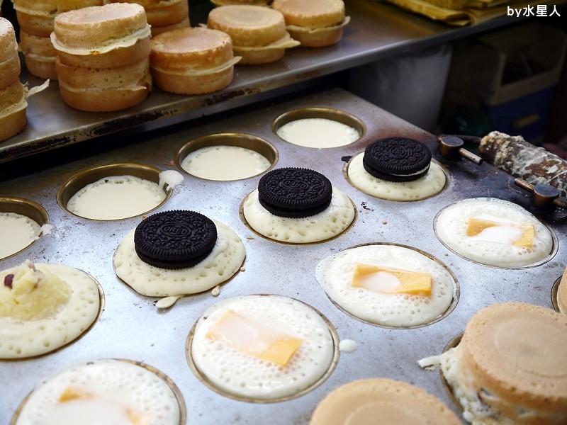 30528277125 957825a075 b - 台中西屯【東海紅豆餅】口味不少且新奇,把OREO放進車輪餅裡了,還有起司牽絲的胡椒蛋