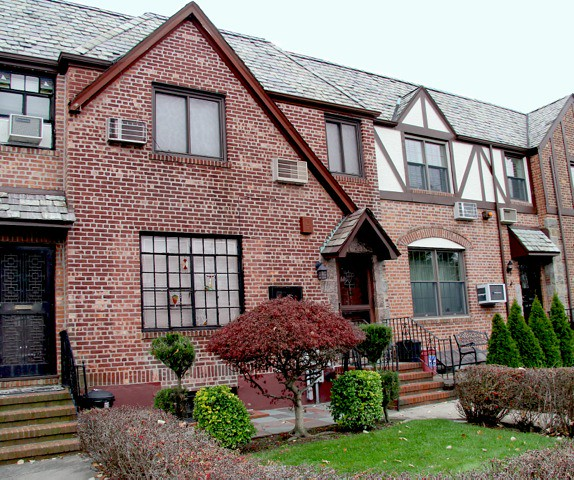 1 FAMILY FOREST HILLS <br /> -Under Contract- <br />