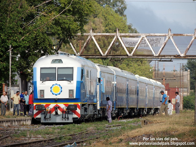 Tren 566 partiendo de Rufino.