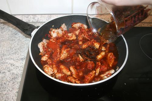 30 - Mit eingeweichten Tomatenstreifen ablöschen / Deglaze with soaked tomato stripes