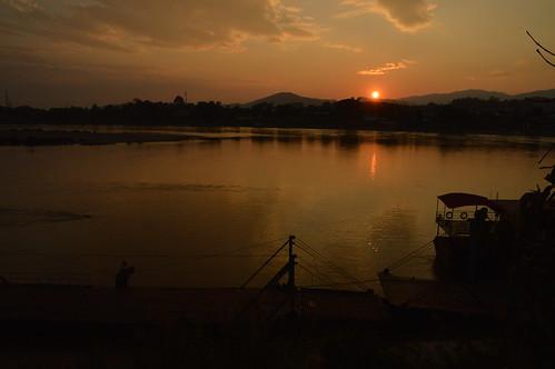 sunset skies rivers laos mekong mekongriver houayxai