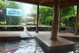 P1060596 Baño hiviente de pies en el Infierno Umi Jigoku (Beppu) 13-07-2010
