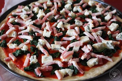 Pizza de espinacas, bacon y gorgonzola www.cocinandoentreolivos.com (18)