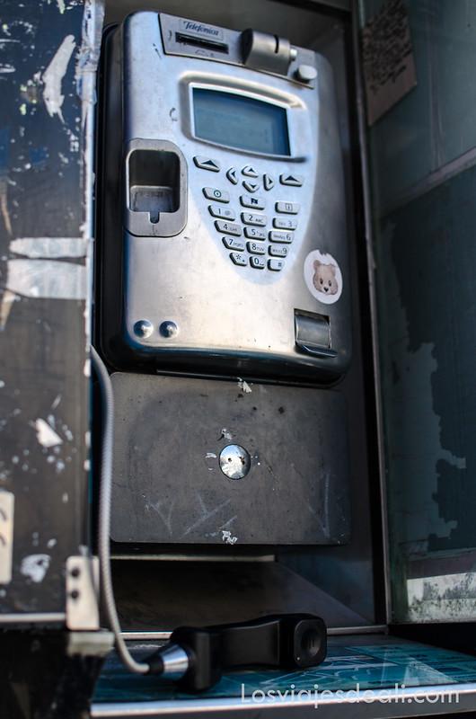 Photowalk en Malasaña antigua cabina de teléfono
