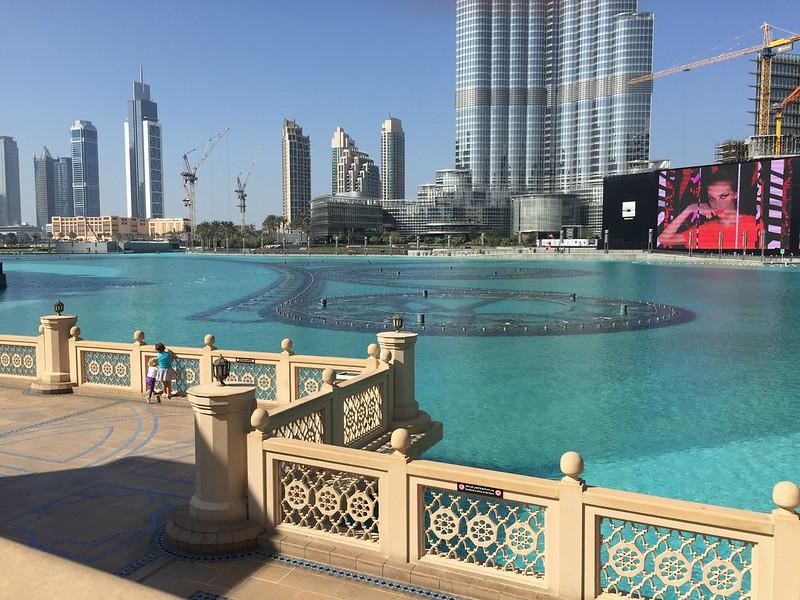Dubai Fountain in the Lake outdife the Dubai Mall