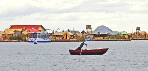 peru lake titicaca uros islas totora islands boatman ρeru solo travel bilwander