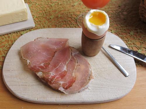 Schinken (der Bio-Marke Janssen) zum Frühstücksei
