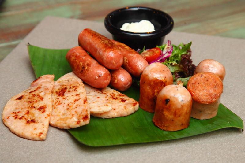 Grilled-Hog-Sausage-Platter