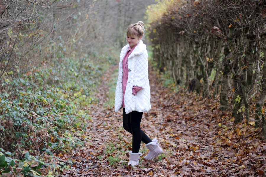 outfit-woods-ugg-australia-minibaileybow-sheap-skin-red-fur-white
