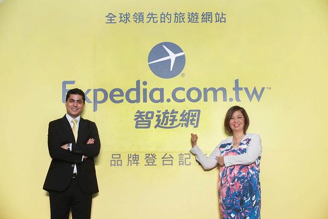Expedia在地化大膽跨步,記者會上揭示中文命名「智遊網」(左-Expedia亞洲區首席執行長陳凱霖、右-Expedia亞洲區總經理Vikram Malhi)