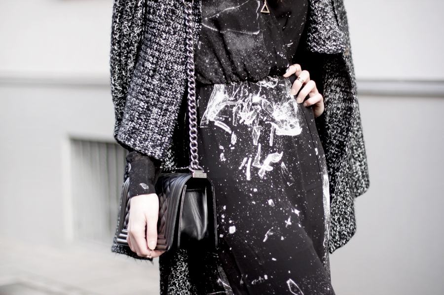 long maxi dress black glass shattered print space hipster cool sexy brunette bangs french german heels lace sheer ricarda schernus blog modeblog fashionblog cats & dogs hannover berlin girl 1