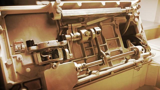 Blick von unten in die Maschine.
