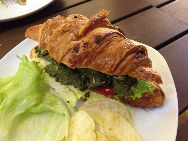 croissant-delicatessen-garlic-basil-chicken-sandwich