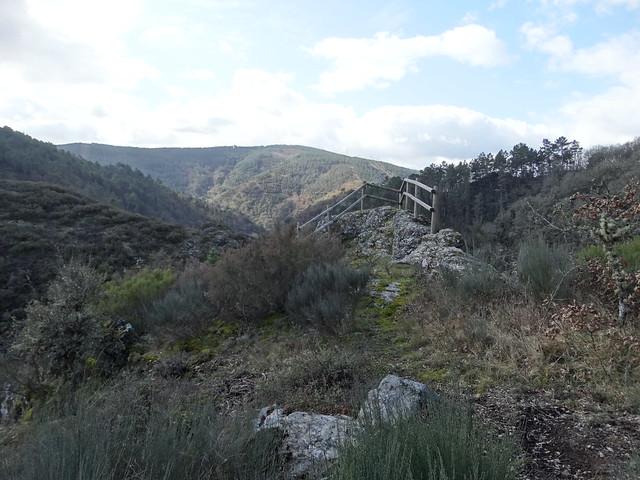 Mirador en la Ruta dos Muíños do río Gato