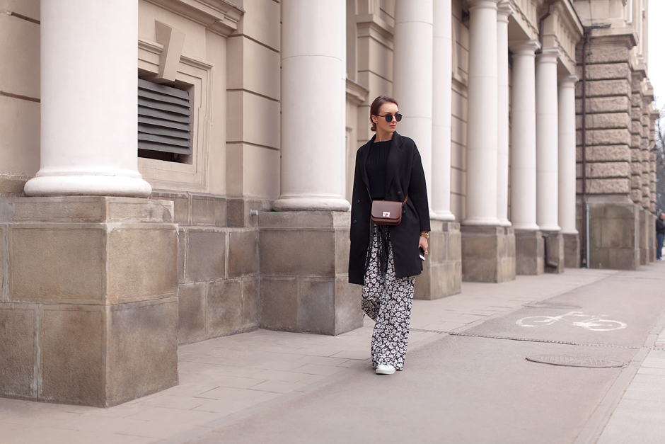 printed-wide-leg-pants-outfit-street-style