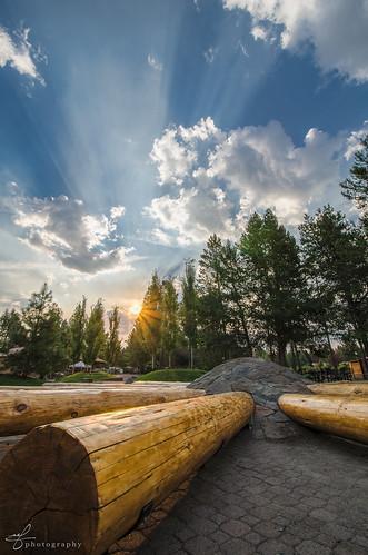 morning trees vacation clouds oregon sunrise haze nikon village bend logs sunburst rays nikkor sunriver pinetrees 2014 deschutesnationalforest d7000 100240mmf3545 hotlavabakingcoffeeco thevillageatsunriver
