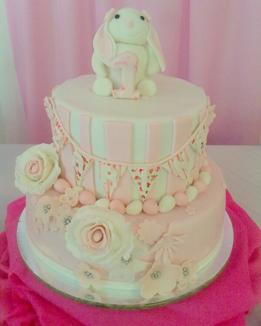 Pretty-in-Pink Themed Cake by Issa Luzada
