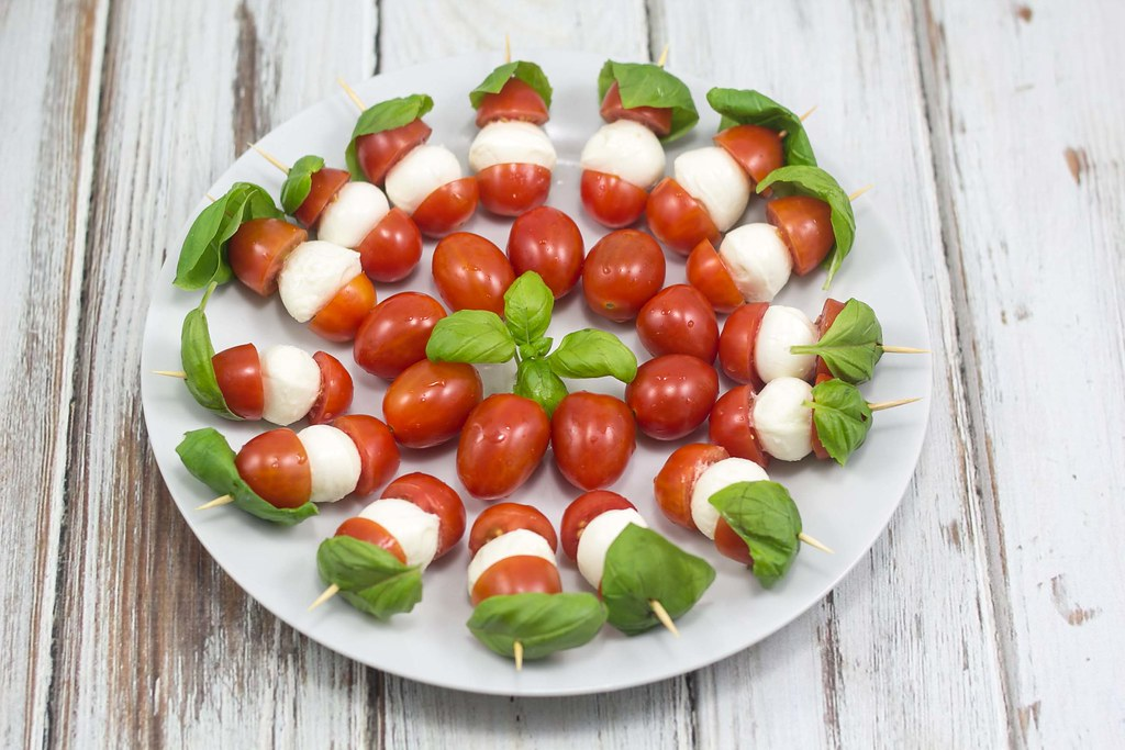 Recipe for Homemade Tomato, Mozzarella and Basil Skewers