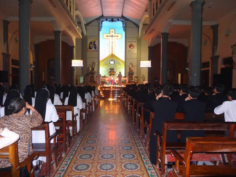Giáo Xứ Cát Đàm: Canh Thức Cầu Nguyện Nhân Dịp Khai Mạc Năm Đời Sống Thánh Hiến