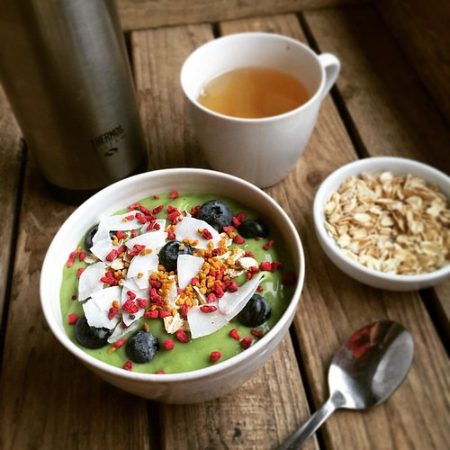 Smoothie bowl in context. (With green tea and top-up garnish.) I would like to open a smoothie bowl cafe with an all-you-can-eat garnish bar. Free refills on tea. Perhaps next door to our Paris jiggly shop, @grumblybean?
