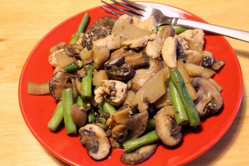Chicken, Mushroom, Veggie Stir-fry (200 calories)