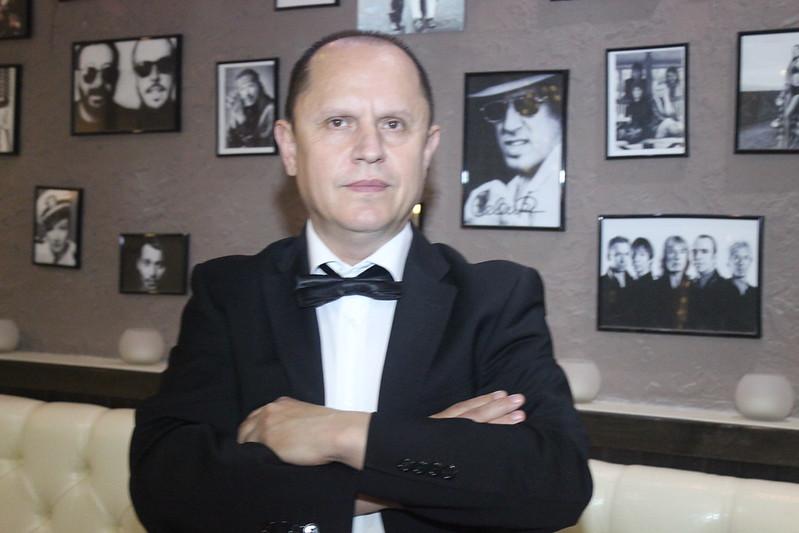 """Moderator si interpret Valeri Lincovschi cu echipa  """"RetroModern"""". > Foto din galeria `Principala`"""