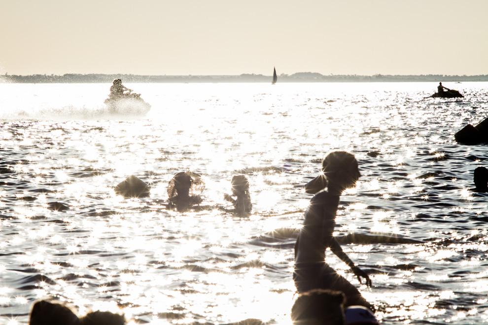 La Playa San José era uno de los lugares más concurridos luego de los festejos principales del carnaval. La costanera encarnacena y las playas que se han habilitado han cambiado totalmente a esta ciudad que recibe visitas de distintos lugares del país durante todo el año. (Tetsu Espósito)