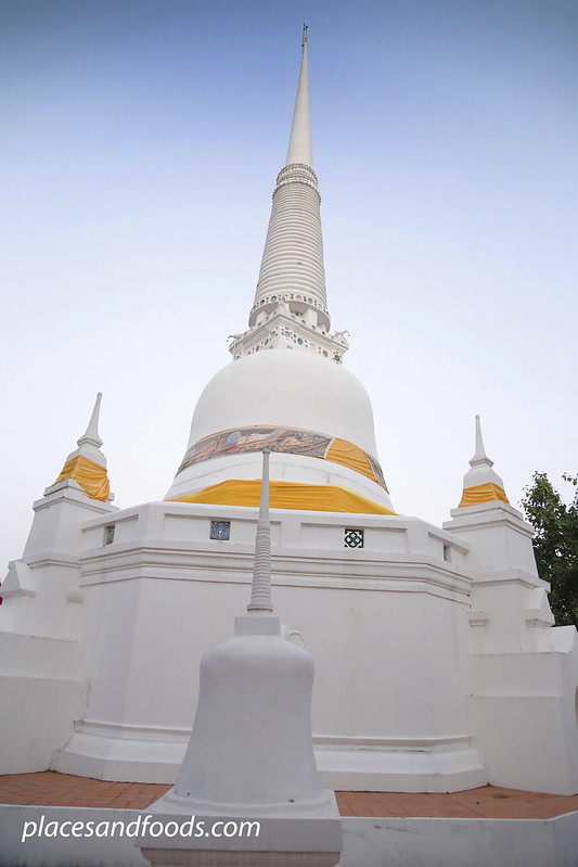 Wat Khien Bang Kaeo Phatthalung white stupa