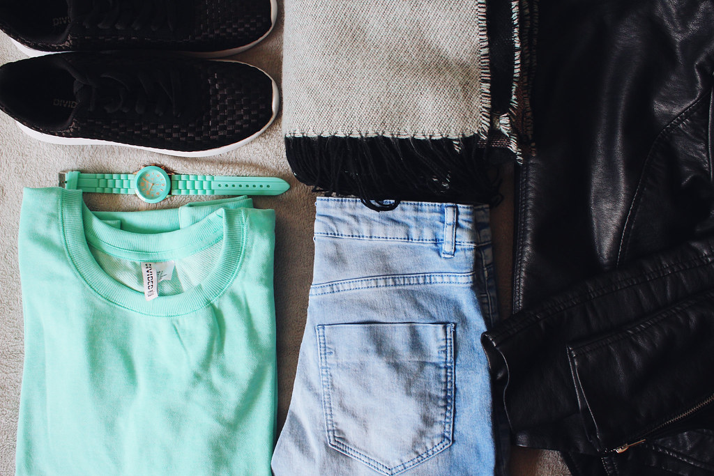 what to wear in an airport