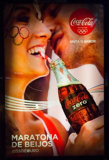 Coca-Cola-Rio-de-Janeiro-Olympics-2016---Kisses-Maraton-bus-stop
