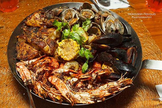 fish-co-seafood-in-a-pan-christmas-menu-fishmas-platter