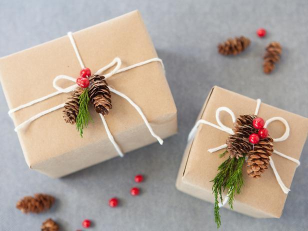 CI-Buff-Strickland_Christmas-Gift-Wrap-nature_s4x3_lg