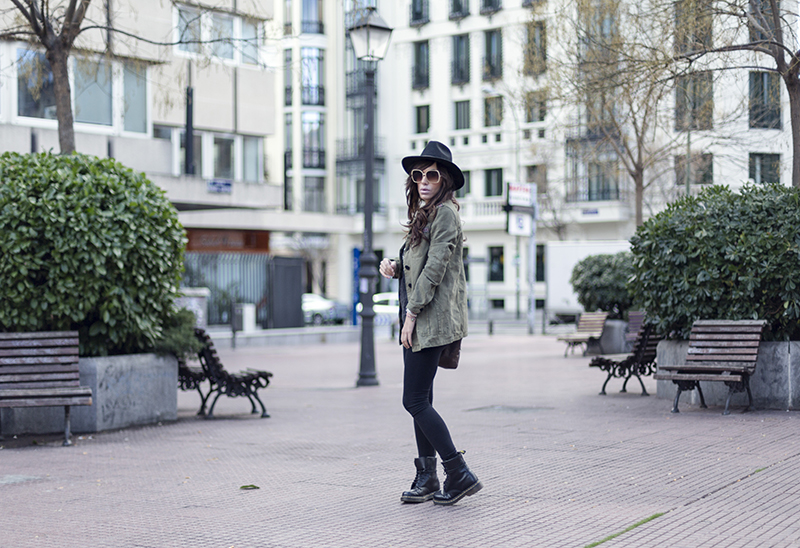 street style barbara crespo hakei military khaki and ethnic jacket doc martens fashion blogger ouyfit blog de moda