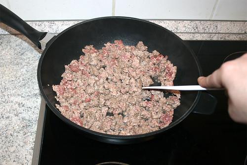 24 - Hackfleisch krümelig anbraten / Brown ground meat crumbly