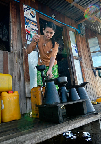 Boat tour of Inle Lake in Myanmar: Buying Gas