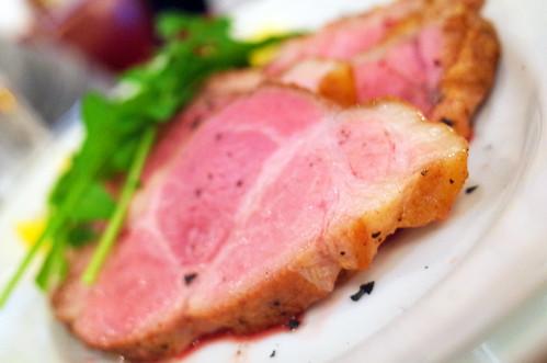 豚のロースト ラディッキオタルティーポのサラダ添え La bellezza