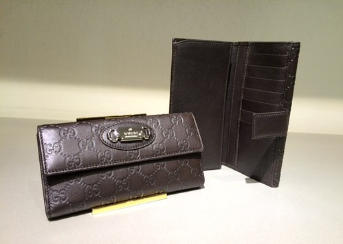 $259 Punch Continental Wallet in Brown Guccissima 231841_BNJ1N_2044