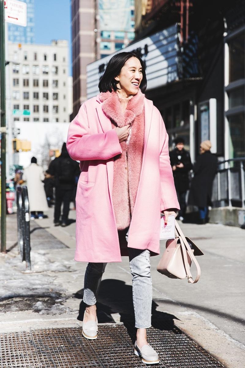 New_York_Fashion_Week-Fall_Winter_2015-Street_Style-NYFW-Eva_Chen-Pink_Coat_Fur_Scarf--790x1185
